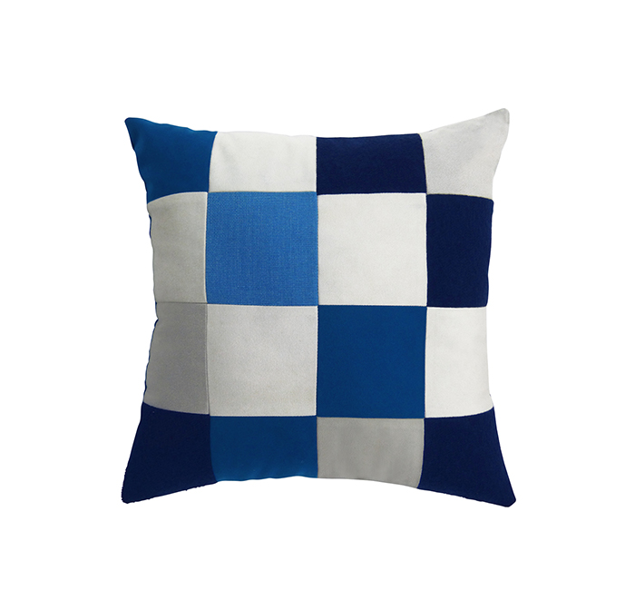 square cushion true blue/white