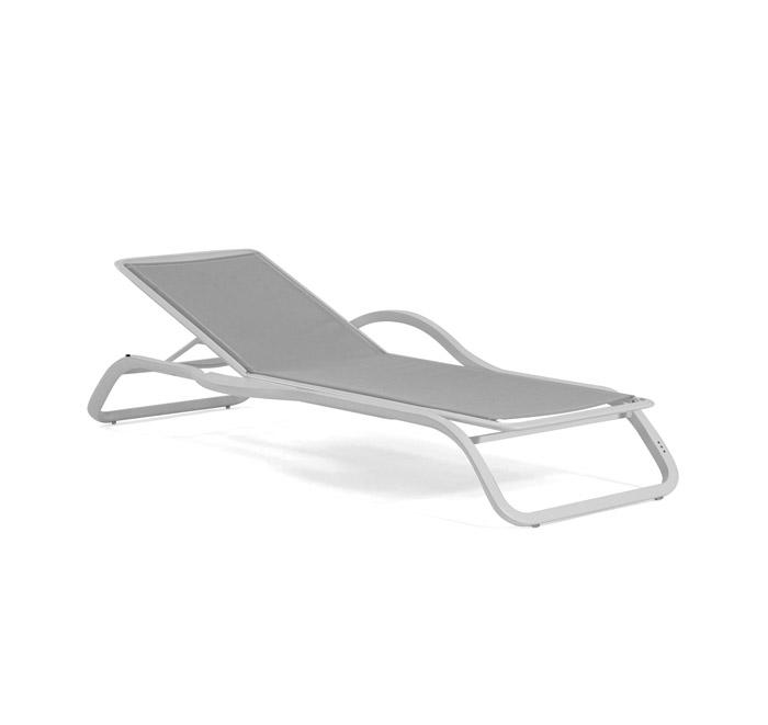 Marumi sunlounger with arm and tray